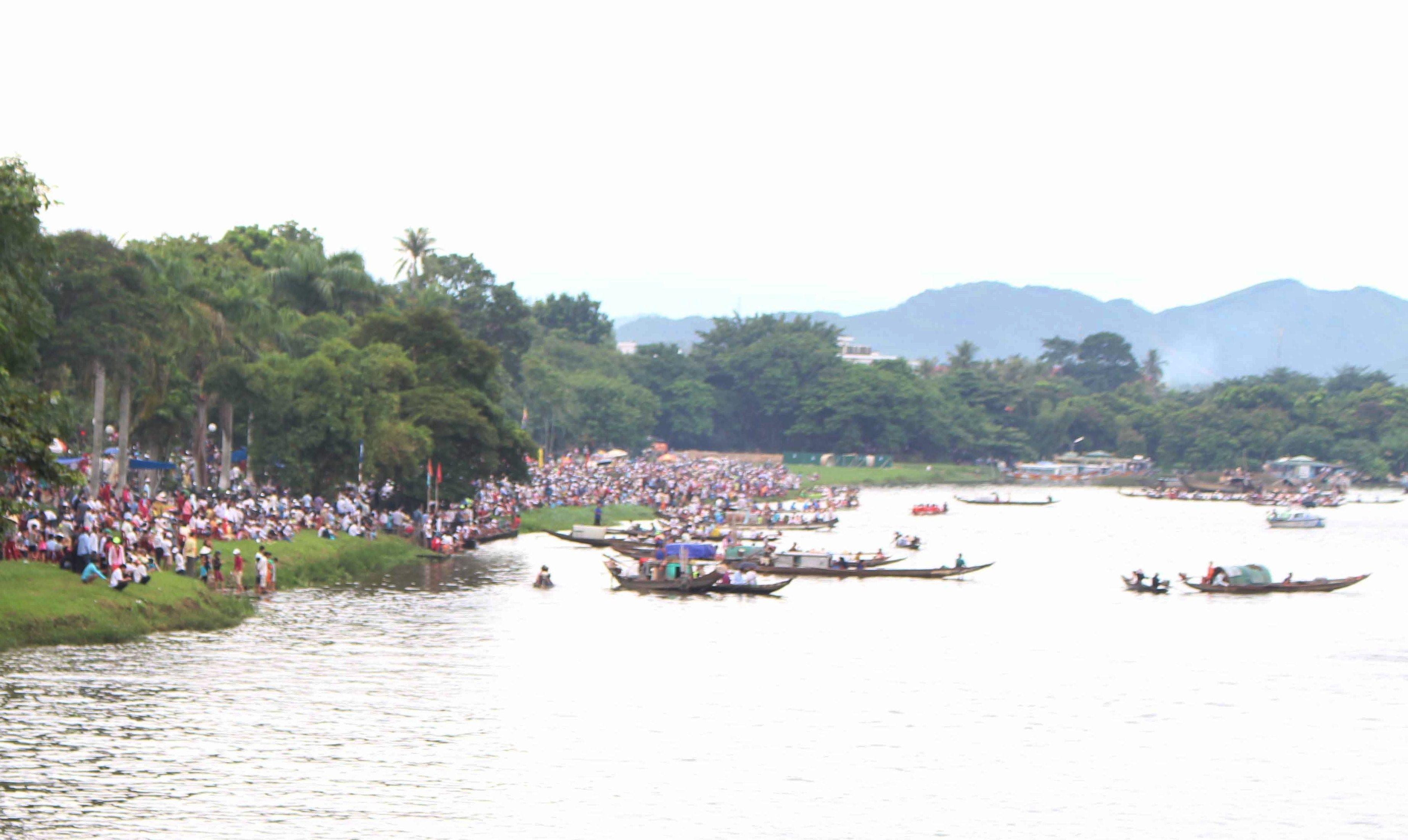 Sôi động lễ hội đua ghe trên sông Hương ngày Quốc khánh - 10