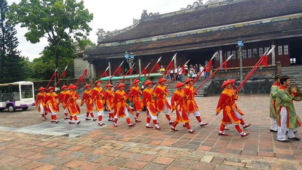 Lễ đổi gác được diễn ra tái hiện lại một nét xưa trong cung cấm triều Nguyễn tại Huế