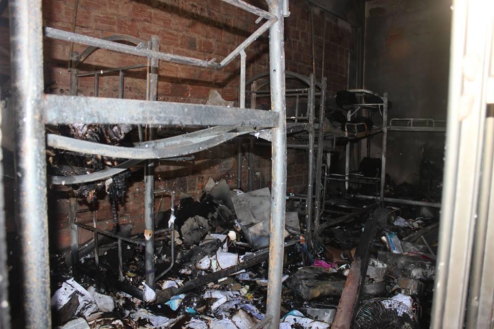 Cháy ký túc xá, đồ đạc sinh viên bị thiêu rụi - 1