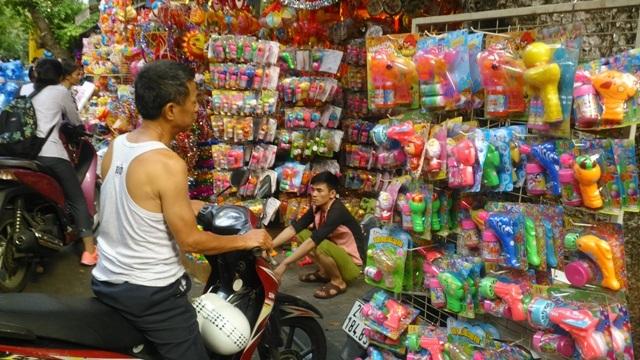 Các đồ chơi có nguồn gốc Trung Quốc vắng bóng người mua