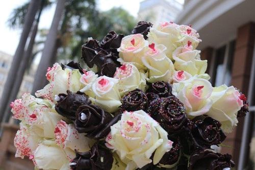 Quà 20/10 độc lạ: 250.000 đồng một bông hồng phủ sô cô la - 2