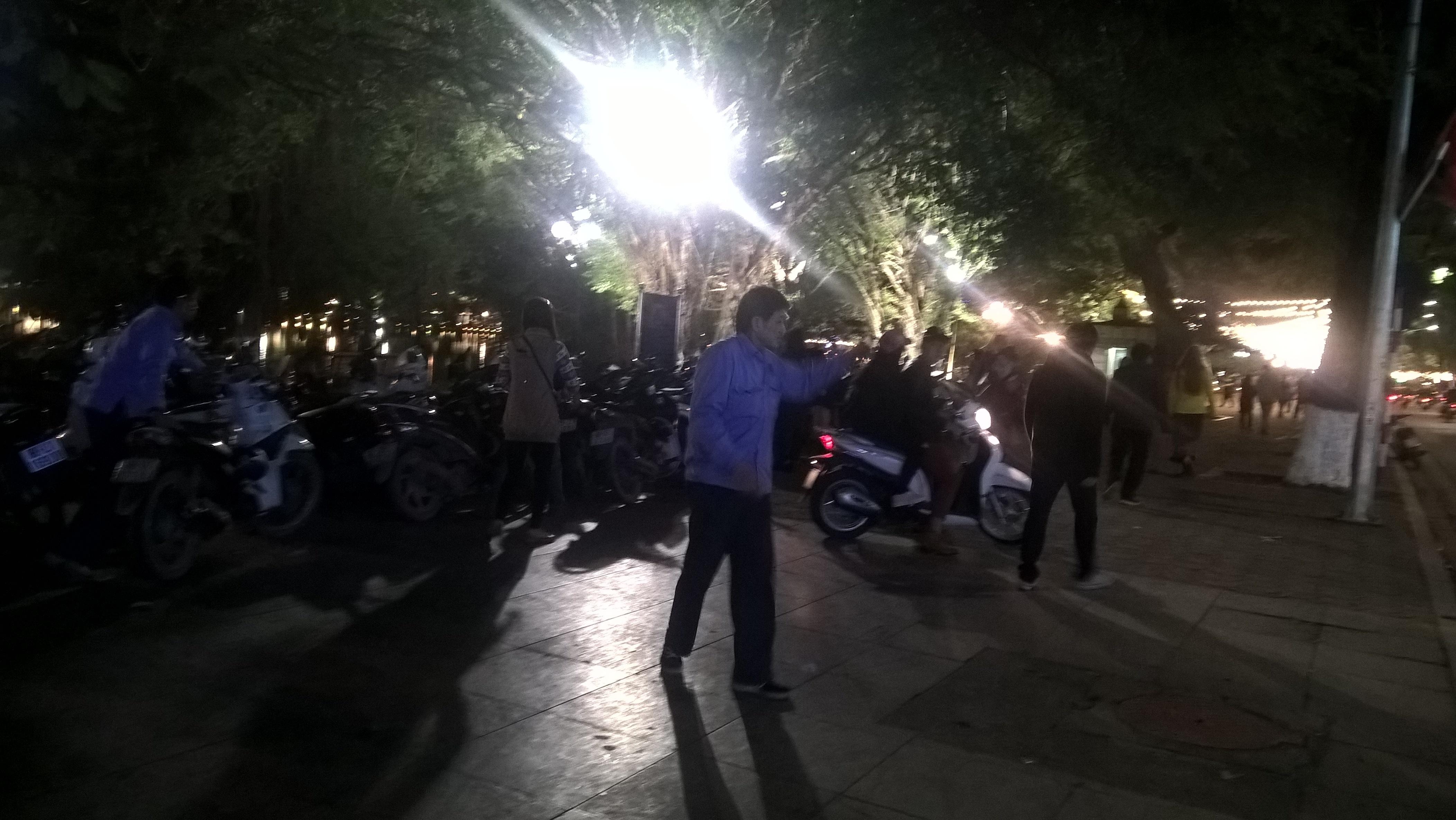 100.000 đồng/vé gửi xe máy dạo chơi bờ hồ tết dương lịch - 9