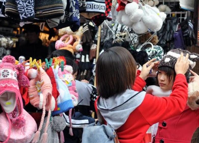 Mũ len, găng tay len, khăn len là những mặt hàng bị đẩy giá trong mấy ngày gần đây
