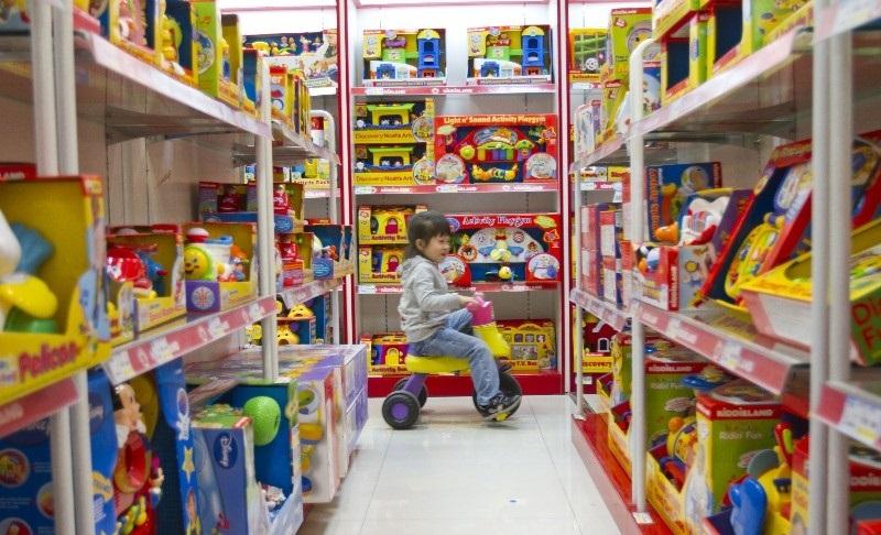 Siêu thị Metro có gian trưng bày đồ chơi dành cho bé nhưng đa số là hàng đồ chơi Trung Quốc
