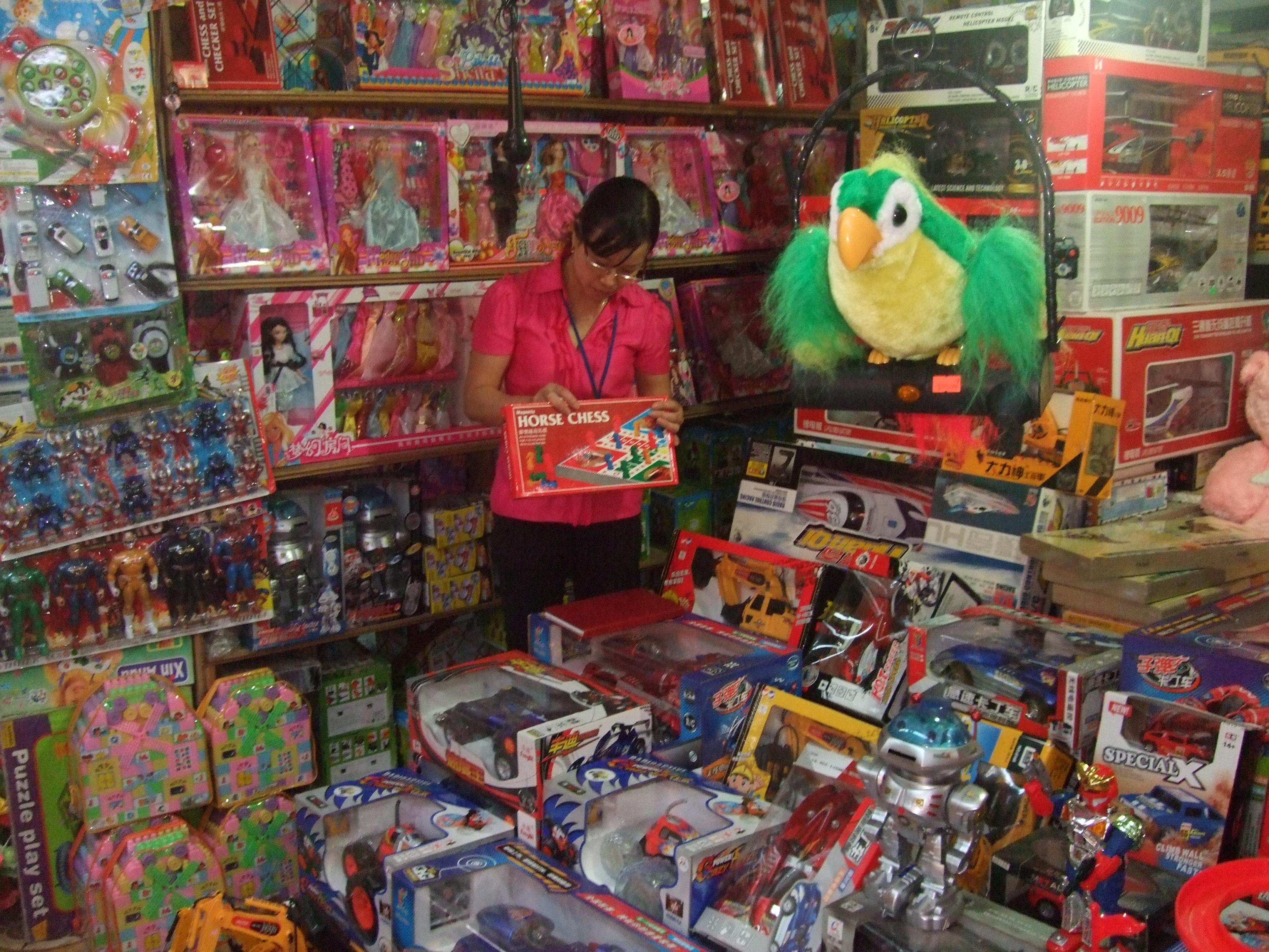 Trên phố Hàng Lược, đồ chơi nhự và đồ chơi các loại đều của Trung Quốc