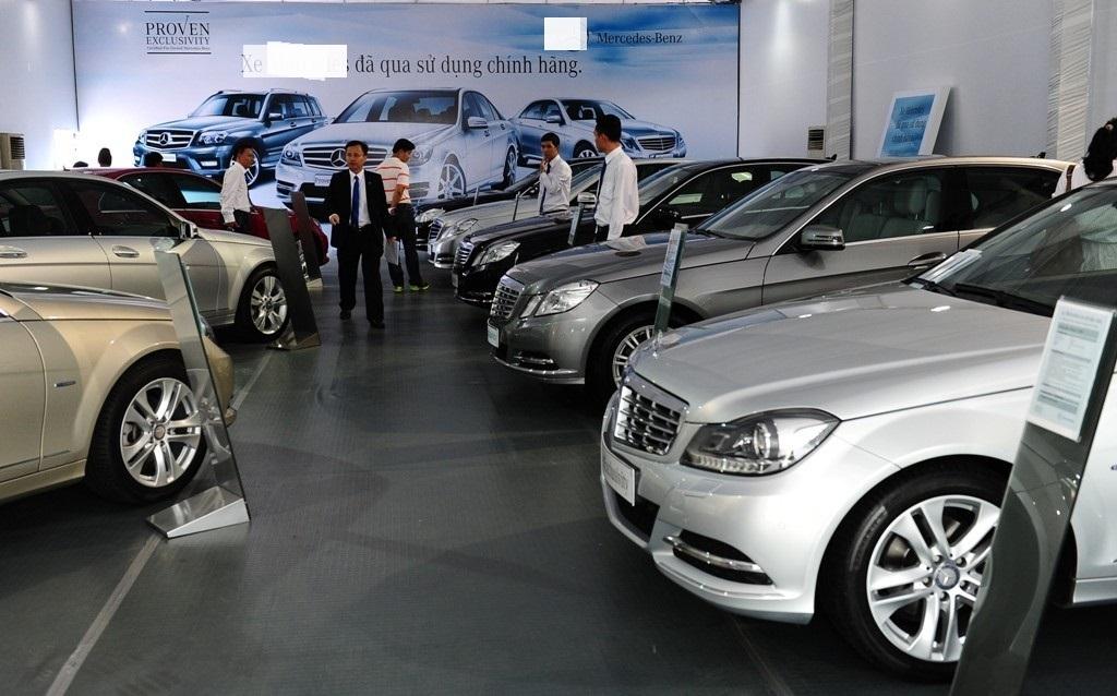 Để né thuế, nhiều khách hàng và đại lý xe hơi dùng đủ chiêu dụ nhau