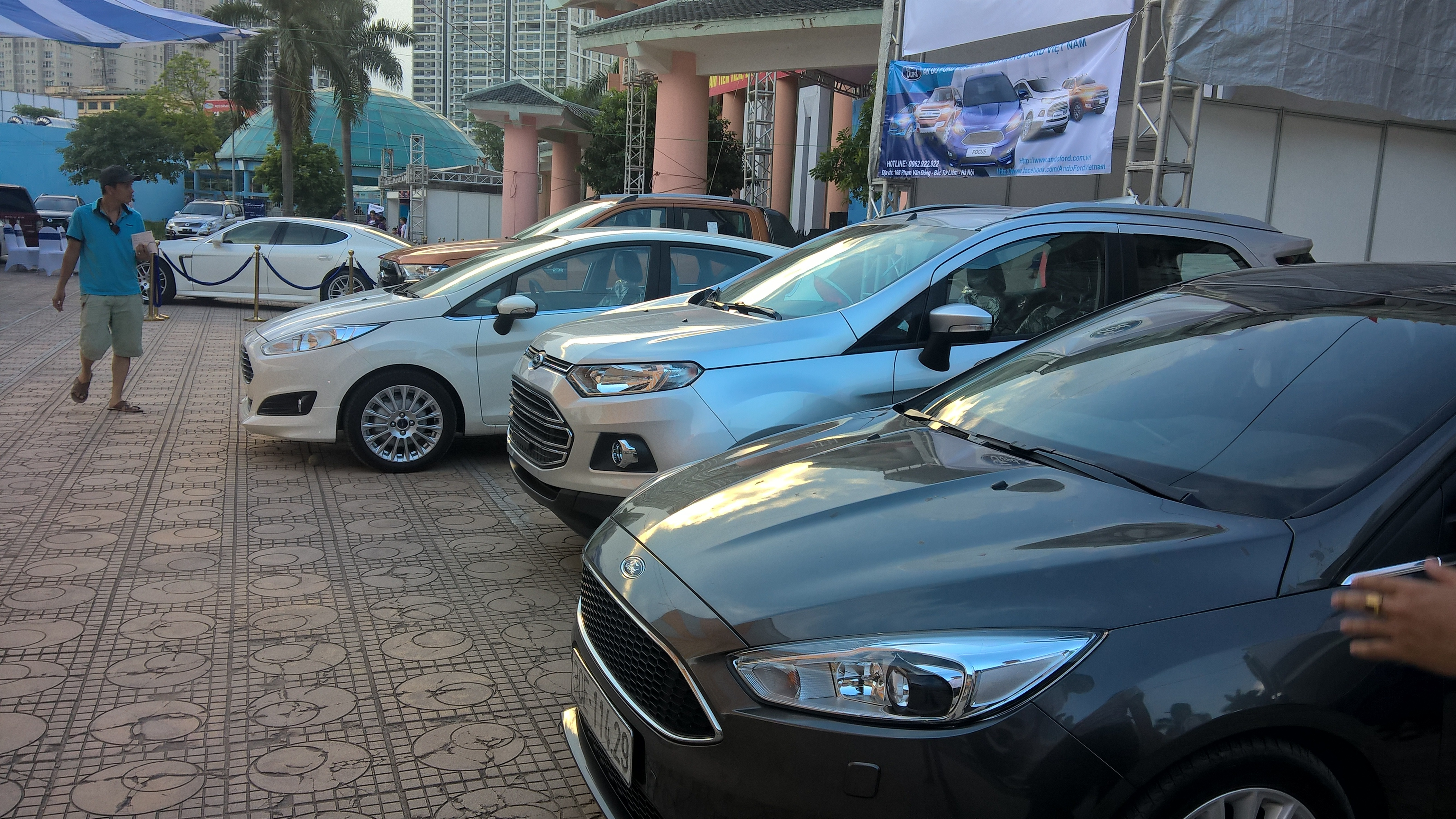 Các xe cũ tại đây được bán trực tiếp từ các chủ nhân có xe, người mua trực tiếp xem, test xe và kiểm tra rồi xuống giá