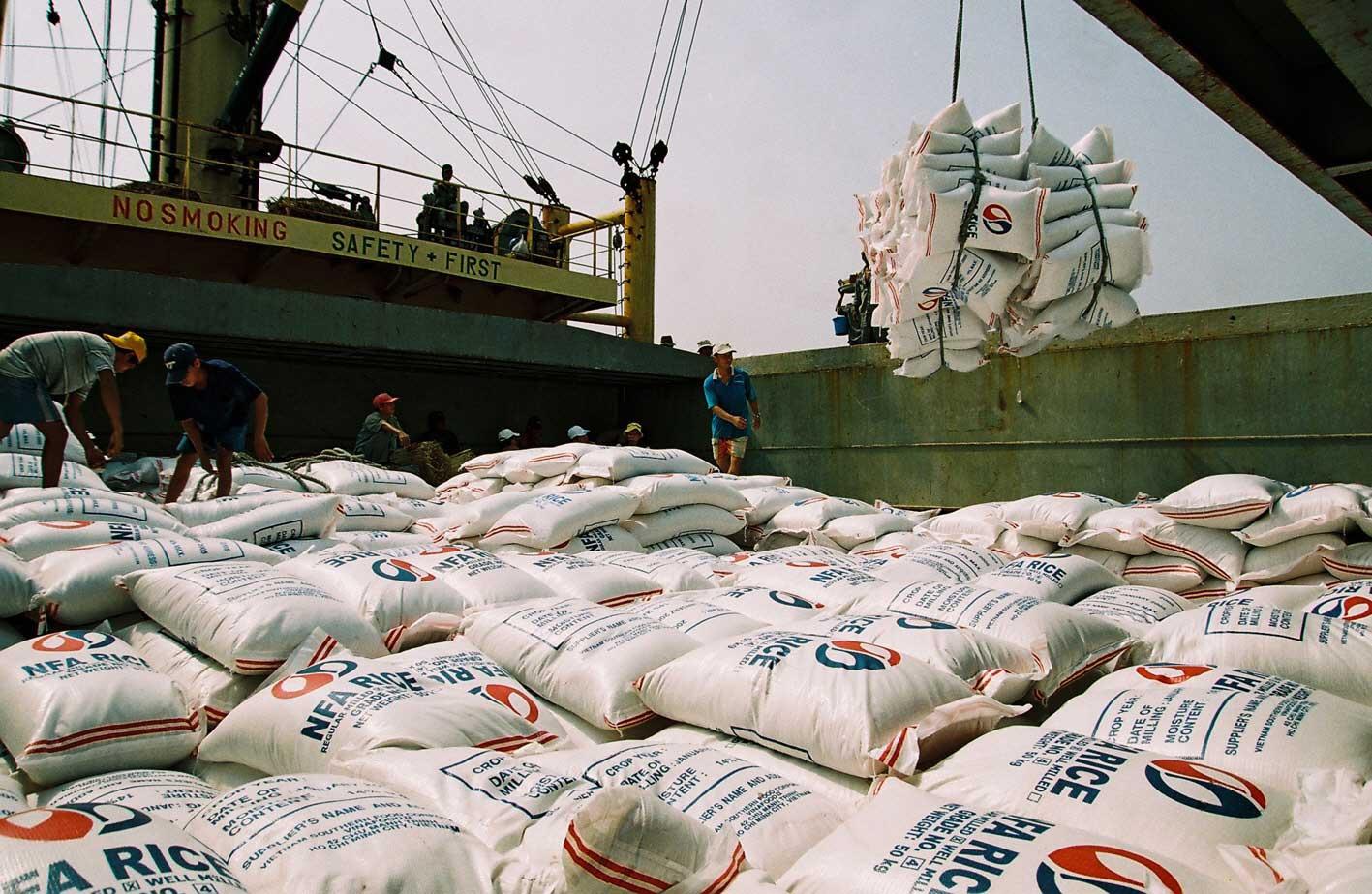 Gạo Việt Nam đang bị cạnh tranh quyết liệt không chỉ từ Thái Lan, Ấn Độ mà mới xuất hiện các đối thủ cạnh tranh xuất khẩu gạo từ các nước như Myanmar, Campuchia...