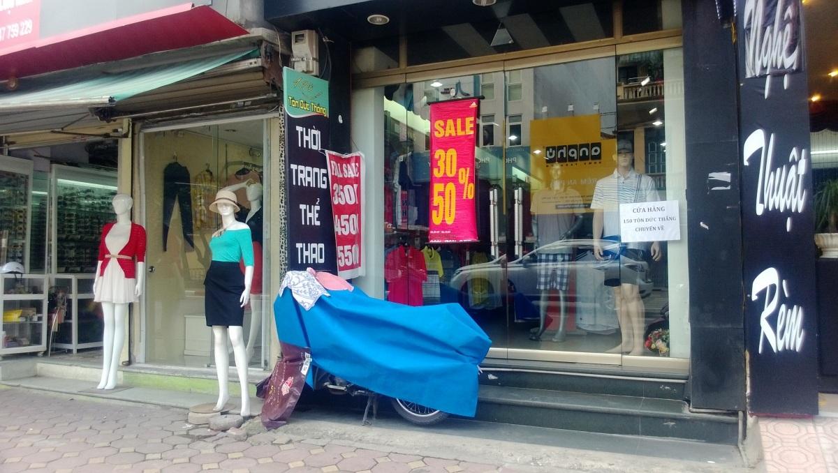 Tháng cô hồn, các cửa hàng, shop quần áo vắng lặng do người tiêu dùng kiêng cữ