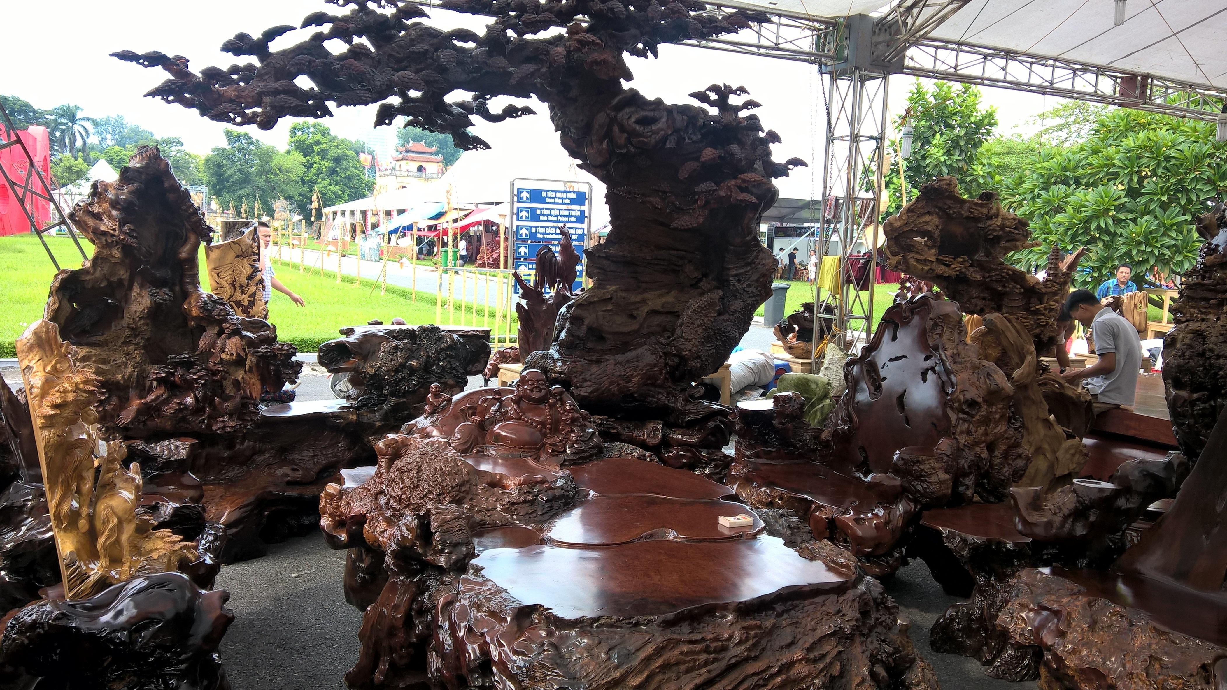 Cận cảnh bộ bàn ghế gỗ nu được rao bán hơn 1 tỷ đồng tại Hà Nội - 3