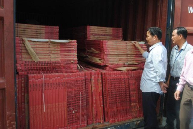 Gạch men nhập lậu bị Hải quan thu giữ (ảnh minh họa)