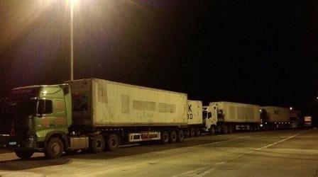 Xe quá tải xếp hàng trên cao tốc Nội Bài - Lào Cai