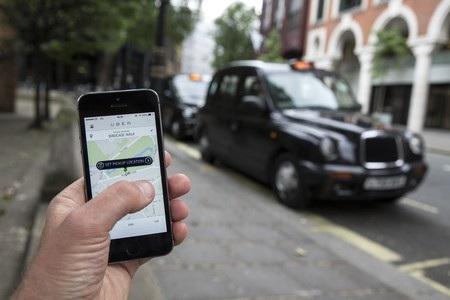 Grab taxi và Uber đang được nhiều người lựa chọn vì mức giá cước hấp dẫn.