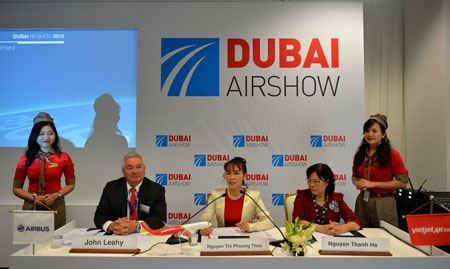 Lễ ký kết mua thêm 30 tàu bay A321 của Vietjetdiễn ra tại Triển lãm Hàng không Dubai Airshow 2015
