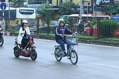 Xe đạp điện, xe máy điện hiện nay đang gây mất trật tự an toàn giao thông