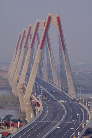 Cầu Nhật Tân (ảnh: Hữu Nghị)