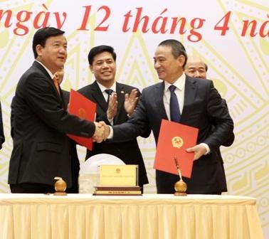 Ông Đinh La Thăng bàn giao quyền điều hành Bộ GTVT cho tân Bộ trưởng Trương Quang Nghĩa