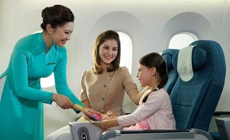 Khoang hạng Phổ thông (Y) tương ứng với dịch vụ 4 sao. Hệ thống thiết bị giải trí với màn hình cảm ứng HD 16 inch, hệ thống ánh sáng LED tinh tế có khả năng điều chỉnh độ sáng một cách tự nhiên, tạo cảm giác nhẹ nhàng, giảm bớt ảnh hưởng của thay đổi múi giờ với hành khách trên các chuyến bay dài.