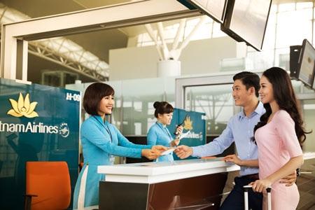 Ngoài các quầy làm thủ tục đi máy bay ở sân bay, Vietnam Airlines đã phát triển thêm các loại hình dịch vụ làm thủ tục khác nhằm đáp ứng nhu cầu ngày càng cao của hành khách, như: Làm thủ tục tại máy kiosk, làm thủ tục trực tuyến và làm thủ tục trên thiết bị di động.