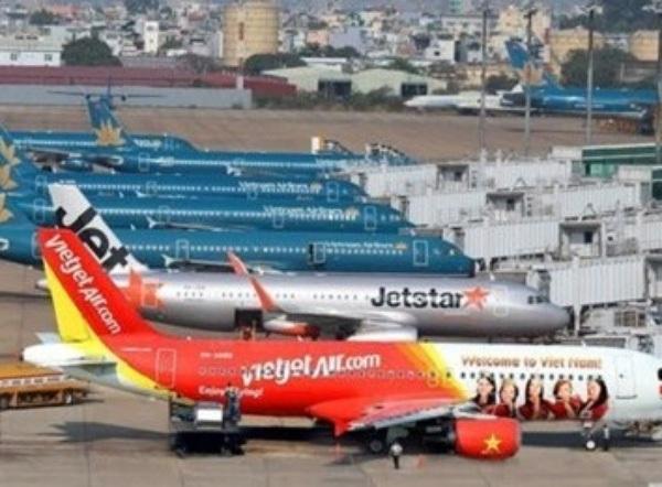 Nhiều chuyến bay bị hoãn hủy do ảnh hưởng của bão số 1