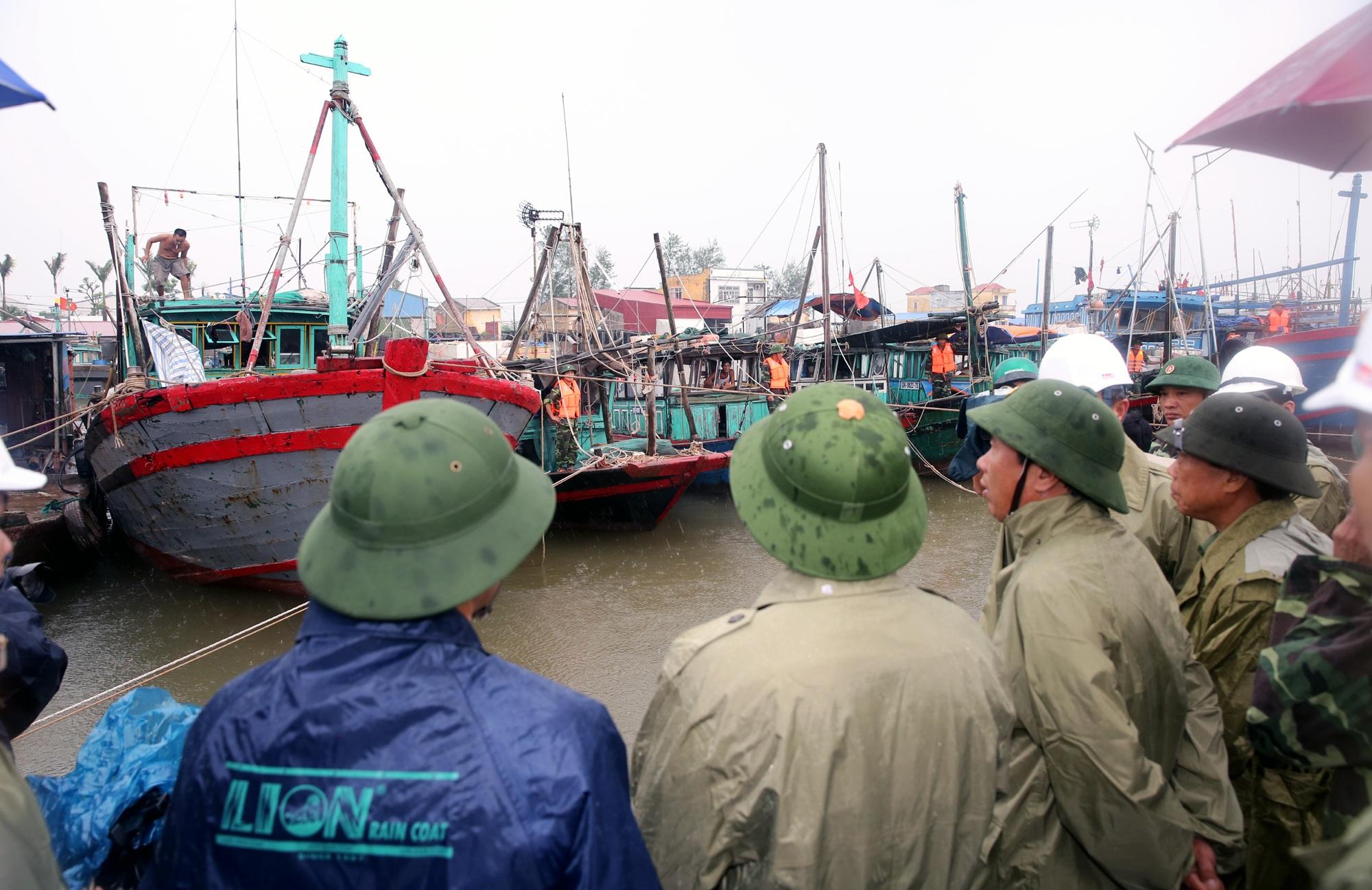 Phó Thủ tướng Vương Đình Huệ chỉ đạo nhiệm vụ số 1 là đảm bảo tính mạng của người dân, hạn chế tối đa thiệt hại về tài sản do bão gây ra