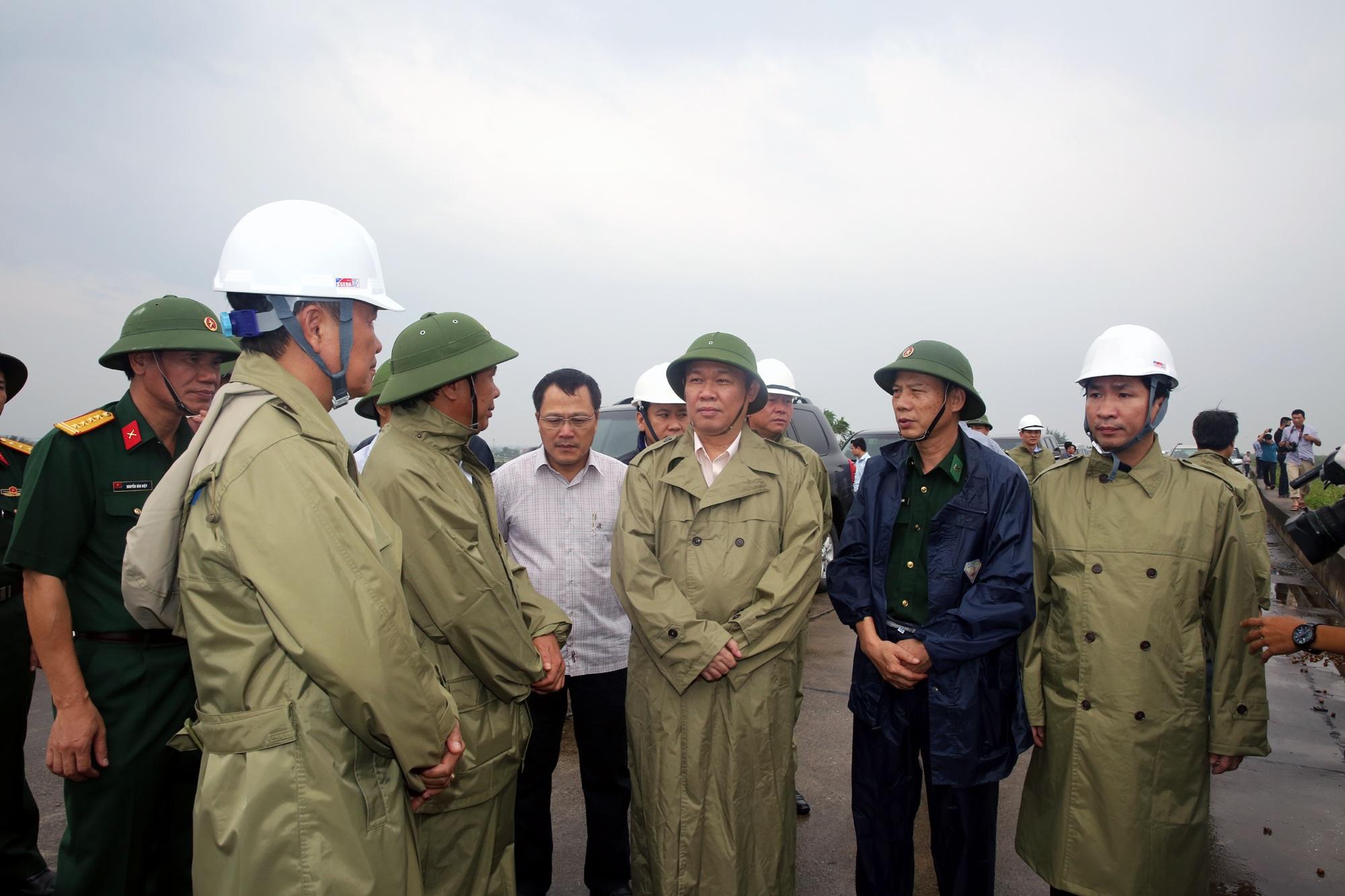 Phó Thủ tướng Vương Đình Huệ chỉ đạo công tác phòng chống và ứng phó với bão số 3 tại Hải Phòng