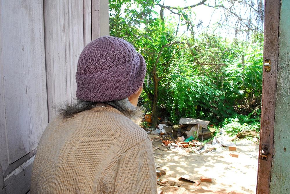 Ở tuổi xế chiều bà Lích vẫn chưamột ngày được thanh thản khi mảnh đất củagia đình vẫn đang bị mức thuế khổng lồ đè xuống