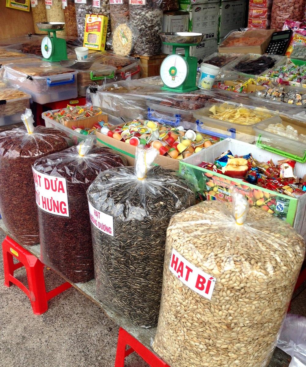 Những mặt hàng 3 không được bày bán tại chợ Bình Tây (quận 6)