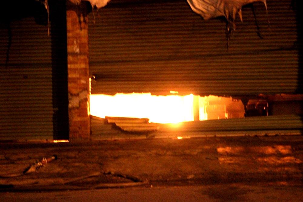 Xưởng gỗ rộng gần 1.000m2 chìm trong biển lửa - 2