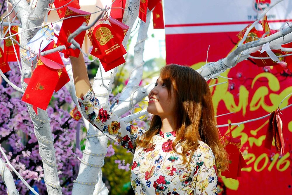 Ước nguyện một năm mới bình an, hạnh phúc của một thiếu nữ tại đất Sài Thành