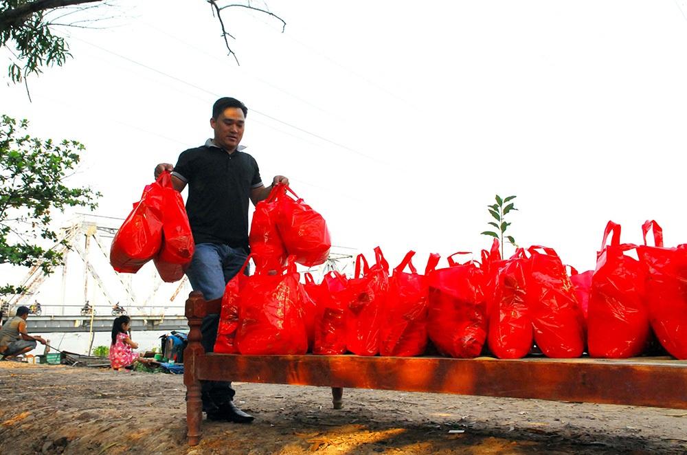 Tết đơn sơ ở làng chài cuối cùng trên sông Sài Gòn - 3