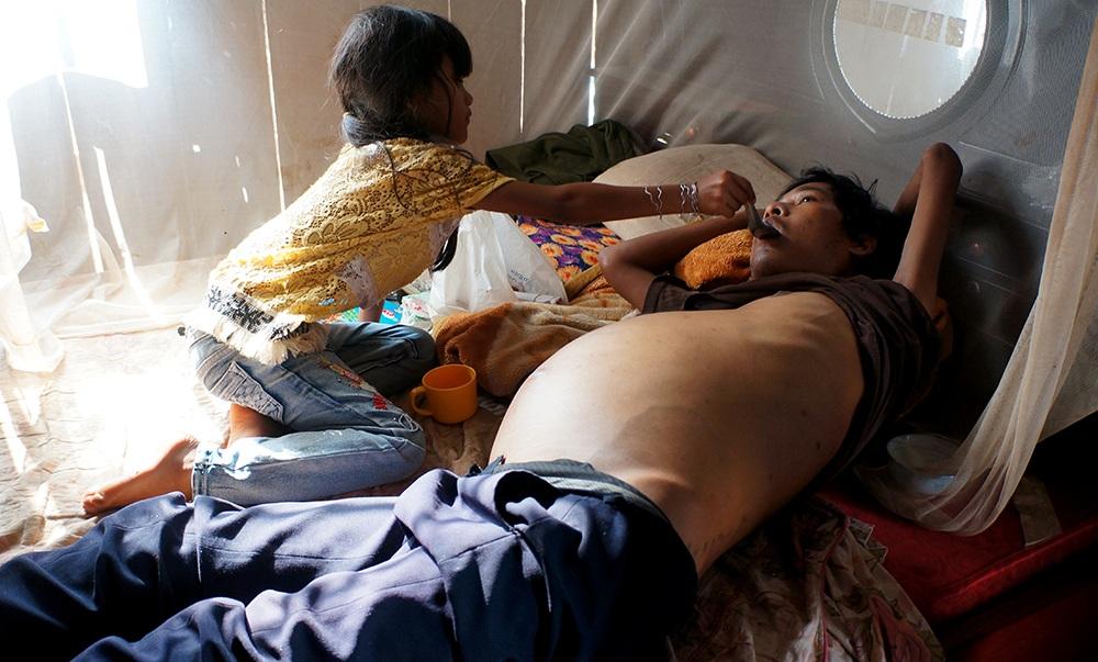 Mẹ chết, cha bệnh hiểm nghèo, bé 8 tuổi mơ ước được cùng cha ăn một miếng thịt - 2