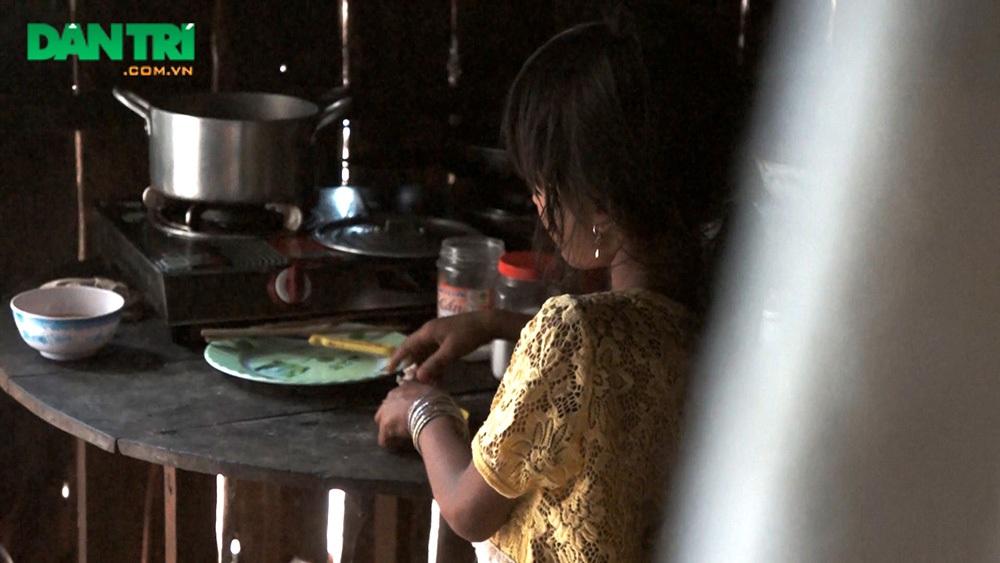 Mẹ chết, cha bệnh hiểm nghèo, bé 8 tuổi mơ ước được cùng cha ăn một miếng thịt - 4