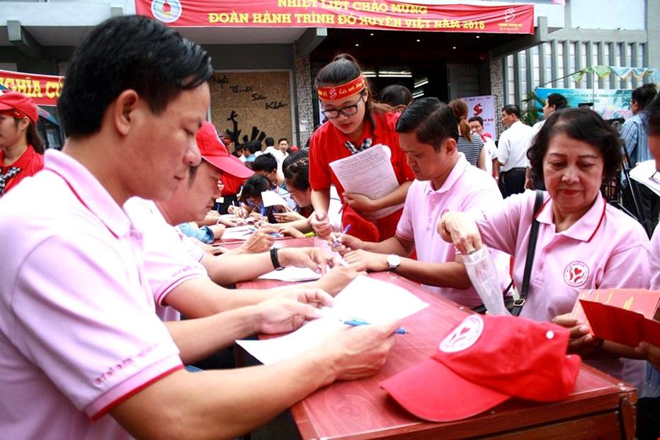 Đông đảo các bộ Công nhân Công ty C.P Việt Nam đăng kí hiến máu tình nguyện