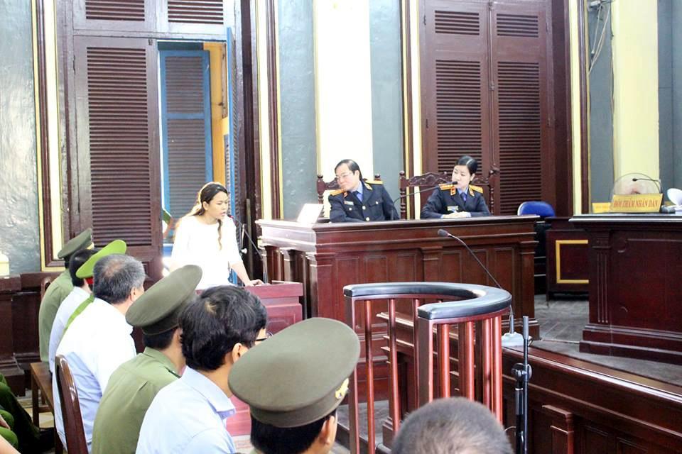 Bà Trần Ngọc Bích trong một lần trả lời câu hỏi của HĐXX