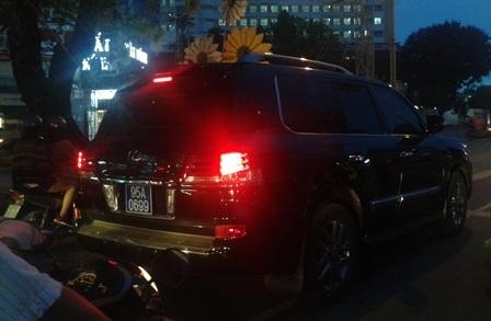 Vụ xe Lexus biển xanh: Trưởng phòng CSGT tự nhận khiển trách - 1