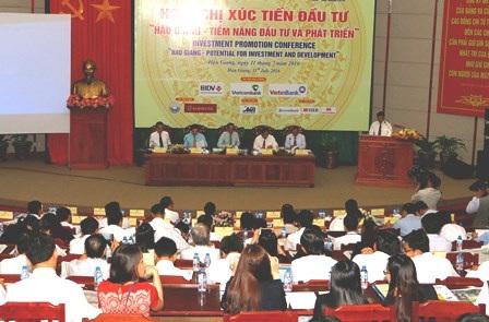 Quang cảnh hội nghị xúc tiến đầu tư tại Hậu Giang chiều 11/7
