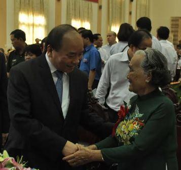 Thủ tướng thăm hỏi Mẹ Việt Nam anh hùng