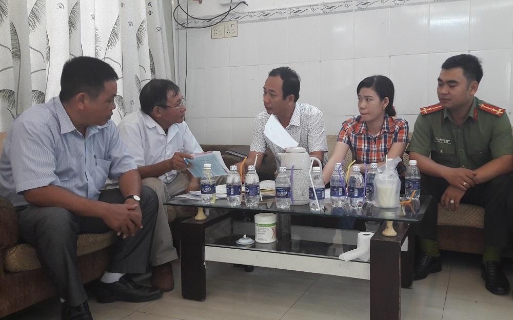 Đoàn thanh tra liên ngành làm việc với bác sĩ Nguyễn Chí Quyết tại phòng mạch Hoàng Kim
