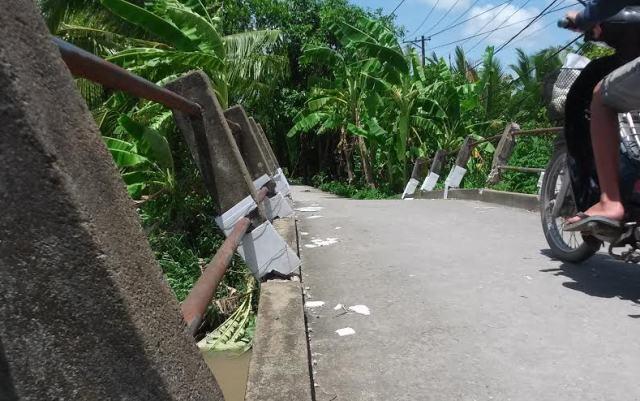 Những cây cầu đã bị phá vỡ kết cấu