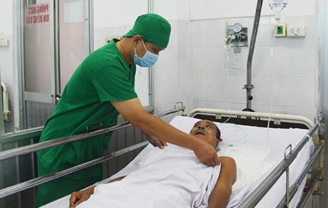 Ông L. hiện tại đang được điều trị tại khoa cấp cứu bệnh viện Quân y 121 - Cần Thơ