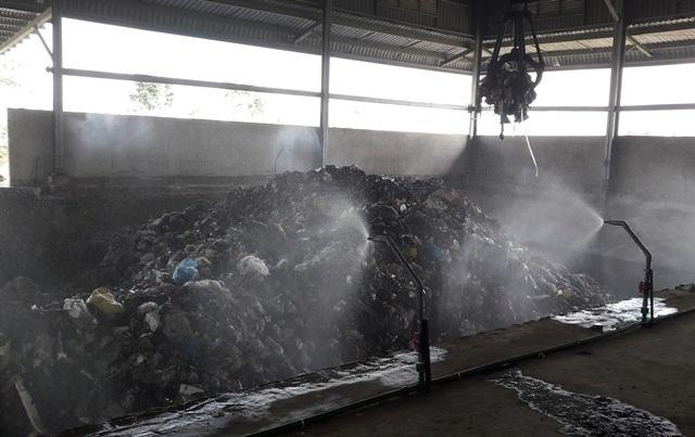Một trong những công đoạn xử rác lý của công ty Phương Thảo