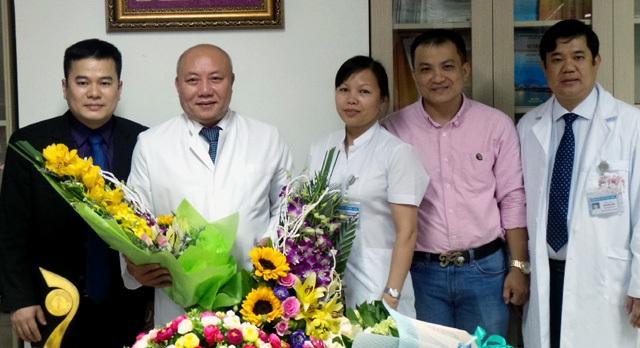PGS.TS Nguyễn Văn Thạch rơi nước mắt cảm ơn… người bệnh - 4