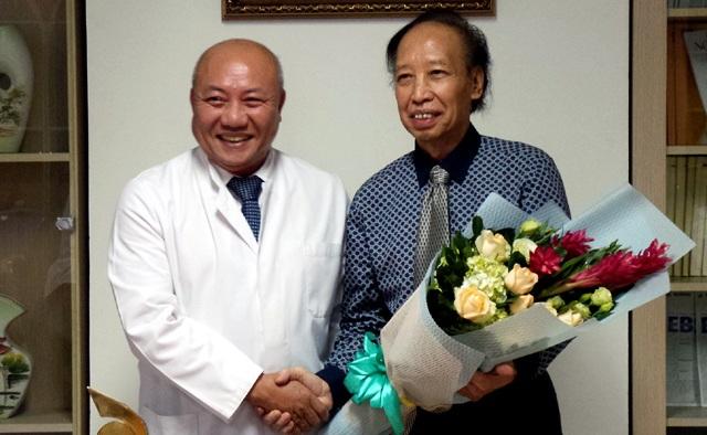 PGS.TS Nguyễn Văn Thạch rơi nước mắt cảm ơn… người bệnh - 1