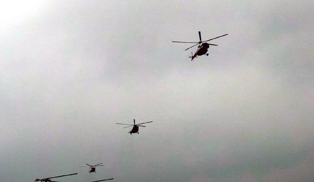 Ba máy bay trực thăng tham gia lễ tổng duyệt.