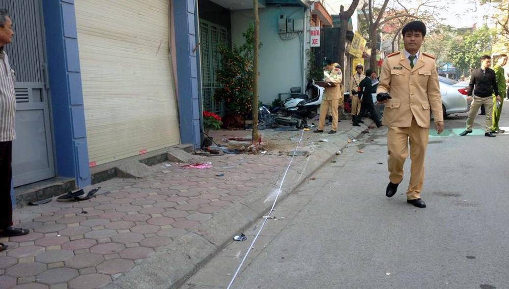 Cảnh sát khám nghiệm hiện trường, làm rõ vụ việc.