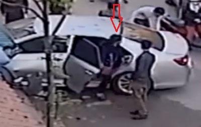 Nhiều người nghi vấn Phương Anh là người cầm lái khi thấy cô gái này bước ra từ chiếc xe gây tai nạn.