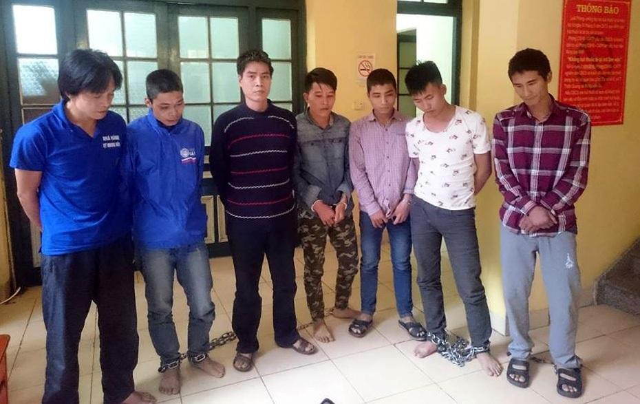 Nhóm đối tượng trộm cắp phụ tùng ô tô bị cảnh sát bắt giữ.