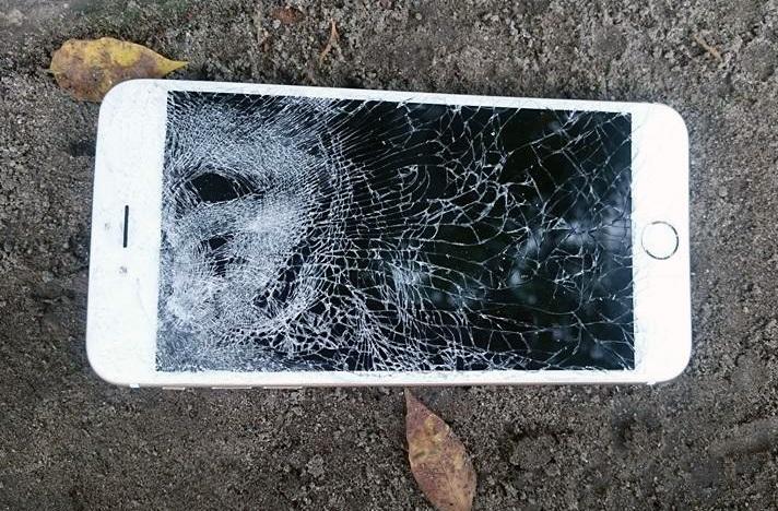 Chiếc điện thoại bị hư hỏng nặng.