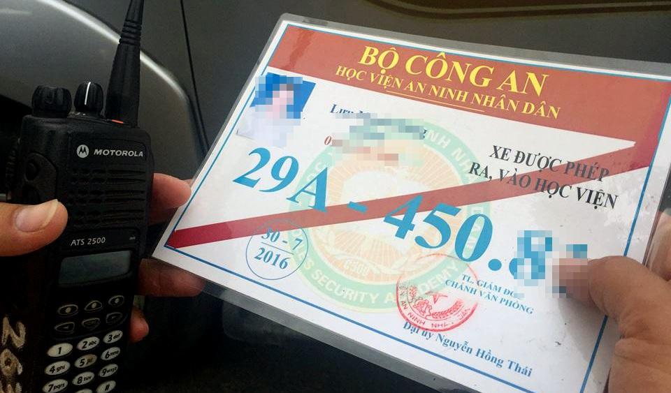 Một trong những phù hiệu bị CSGT Hà Nội thu giữ ngày 27/7.